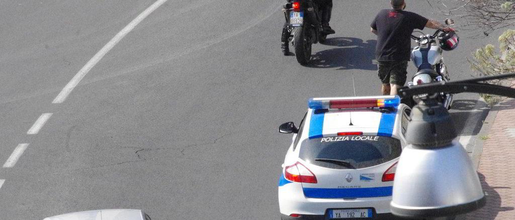 Polizia locale di Albenga in via Piave