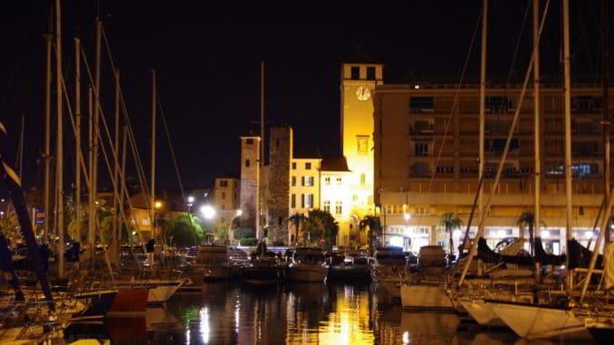 Savona, il porticciolo e la torre del Brandale