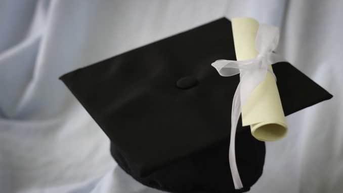 Cappello e diploma