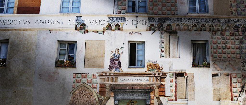 La facciata del Palazzo delle udienze a Finale Ligure Finalborgo