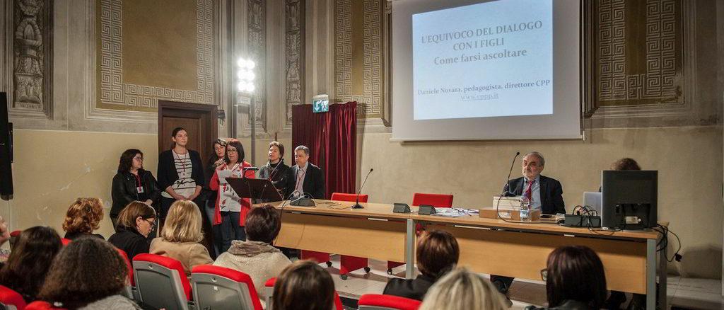 immaginafamiglie durante un incontro auditorium San Carlo di Albenga