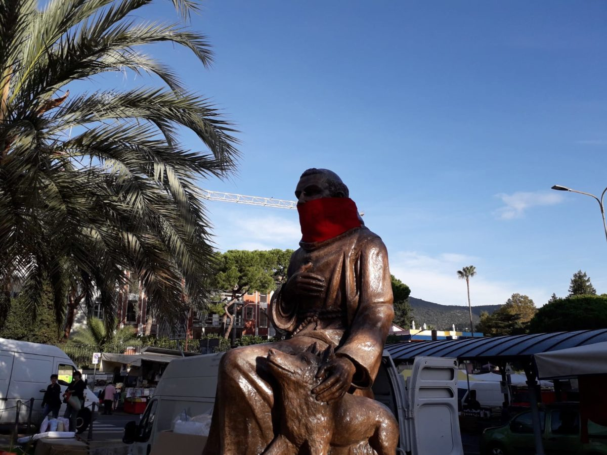 01 Statua di San Francesco imbavagliata a Loano
