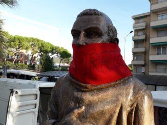 Statua di San Francesco imbavagliata a Loano
