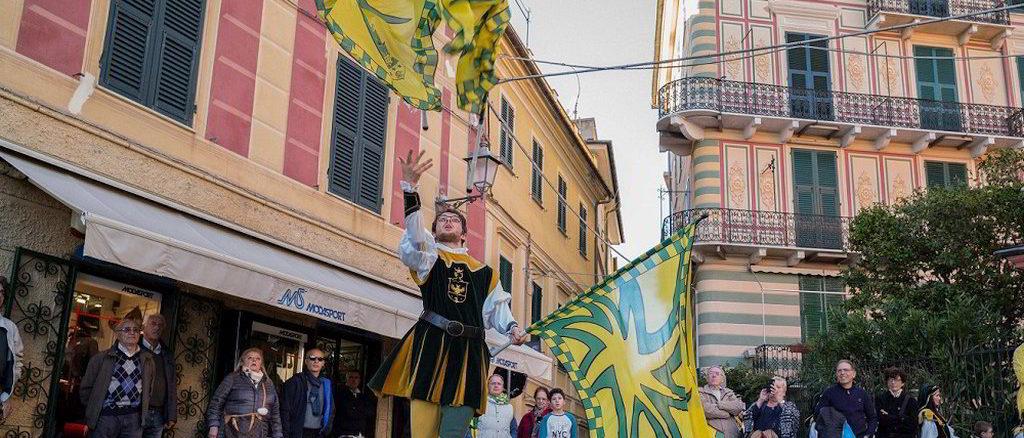 Sbandieratori a Borgo in festa a Celle Ligure