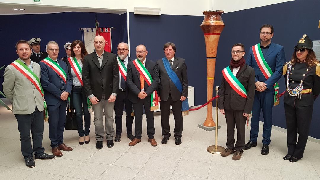 Inaugurazione scultura Finotti a Borghetto 02