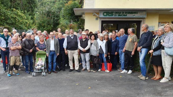 Mobilitazione a Urbe contro la chiusura della filiale Carisa di Banca Carige