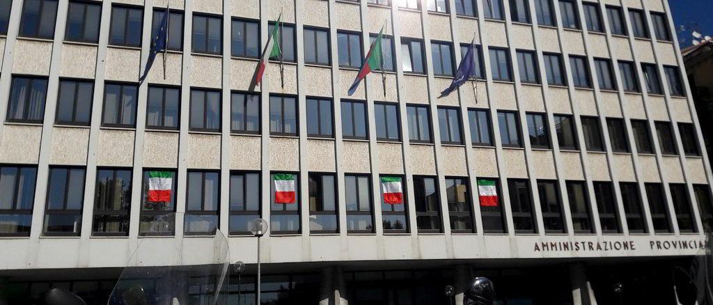 Palazzo Nervi a Savona Tricolore alle finestre per raduno degli alpini