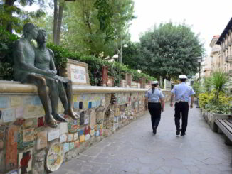 Polizia Locale di Alassio in servizio lungo il celebre Muretto