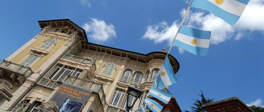Villa Rosa ad Altare con bandiere Argentina