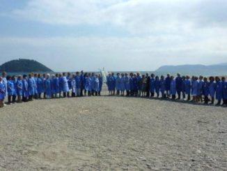 Volontari Avo di fronte a Isola Gallinara di Albenga