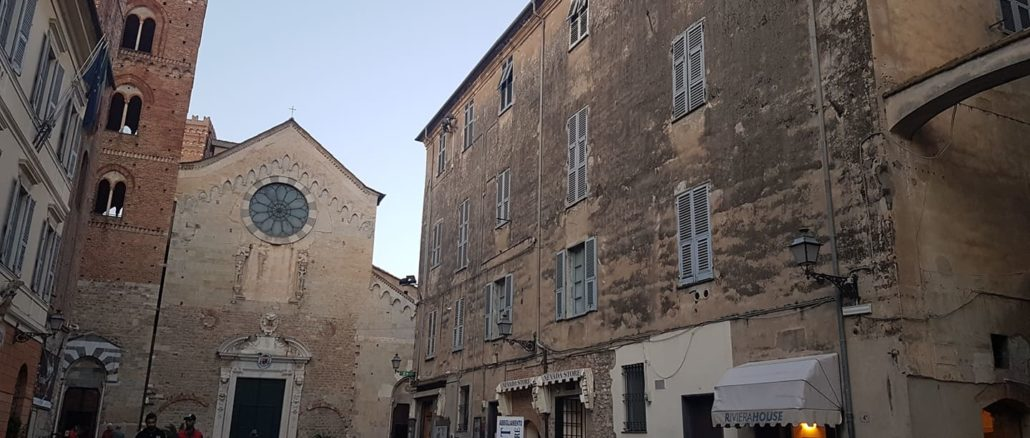 La facciata del condominio San Michele oggi ad Albenga