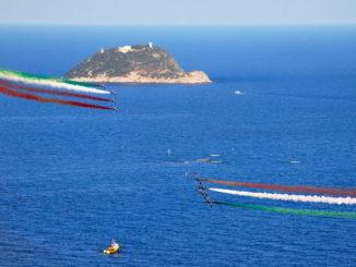 Frecce tricolori davanti Isola Gallinara