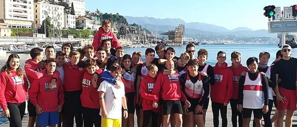 il gruppo Canottieri Sabazia in attesa delle gare