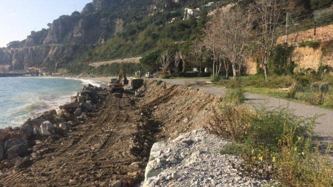 In corso lavori messa in sicurezza massicciata SantAnna ad Alassio