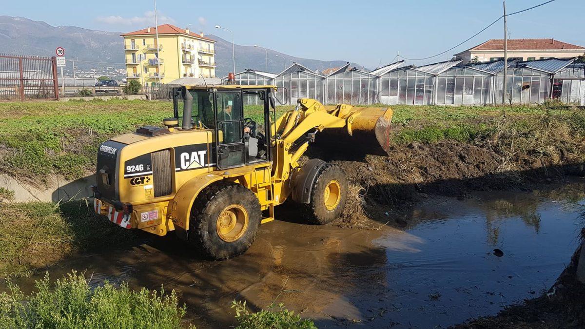lavori nel greto del rio antognano ad Albenga 01