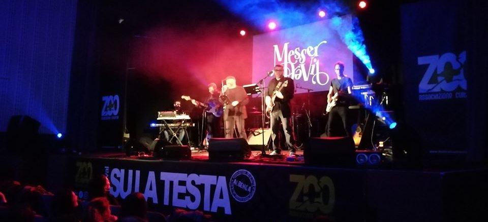 Messer DaVil sul palco del Festival musicale Su la testa