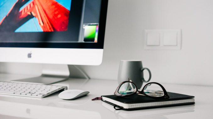 Un computer in ufficio
