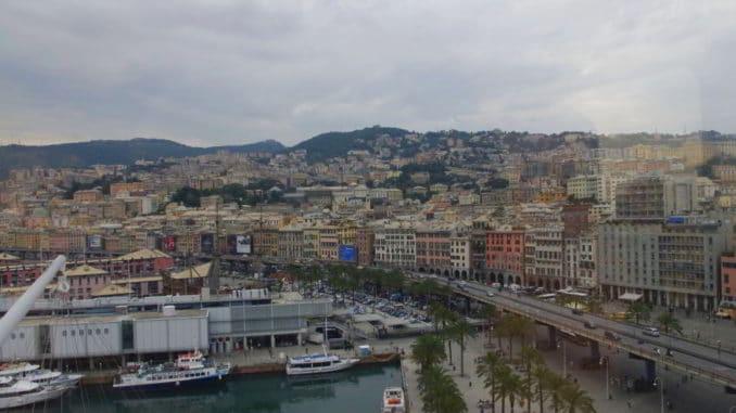 Genova porto antico da alta visuale