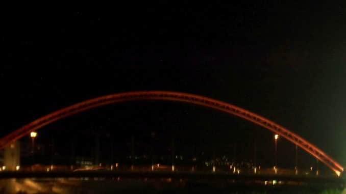 Il ponte rosso sul fiume Centa ad Albenga