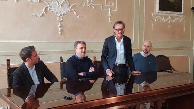 glassboy incontro in Comune ad Albenga