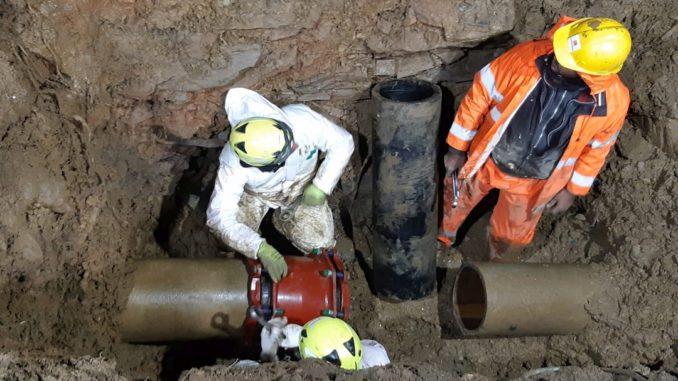intervento riparazione tubature in via Vigo ad Alassio