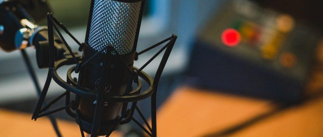 microfono alla radio
