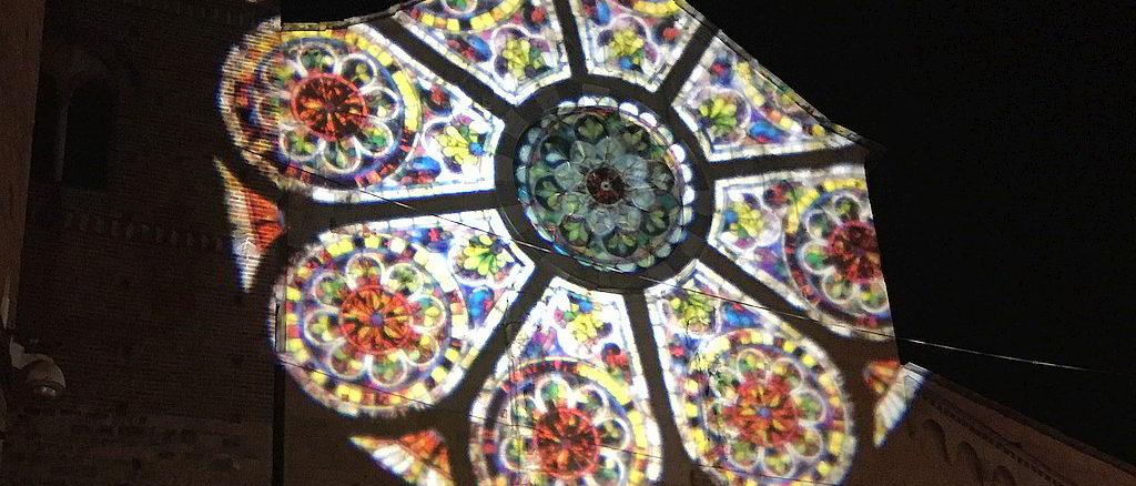 proiezioni luminose sulla facciata cattedrale San Michele ad Albenga
