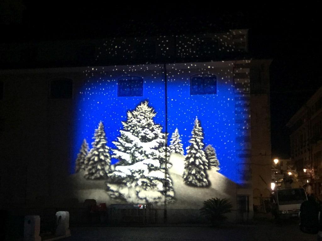 Proiezioni Immagini Natalizie.Proiezioni Di Natale Il Comune Di Albenga Cerca Sponsor