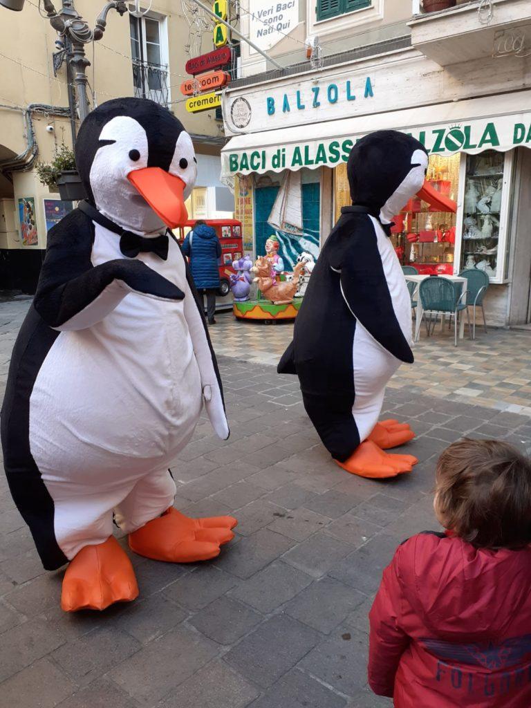 Abbraccio dei pinguini ad Alassio 01