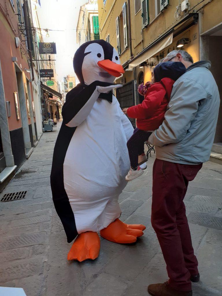 Abbraccio dei pinguini ad Alassio 03
