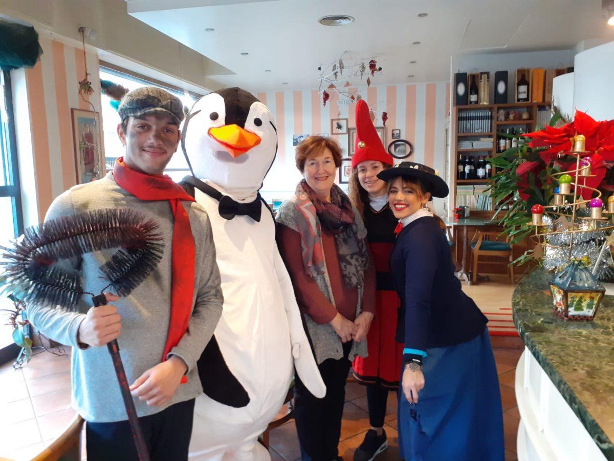 Abbraccio dei pinguini ad Alassio 04
