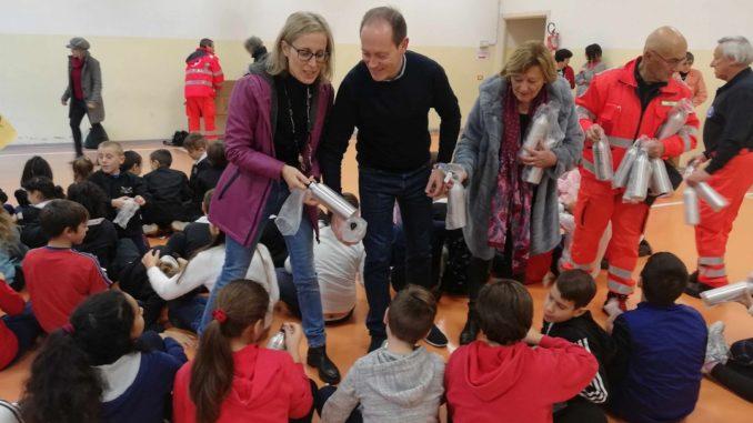 Consegna borracce a scuole Andora