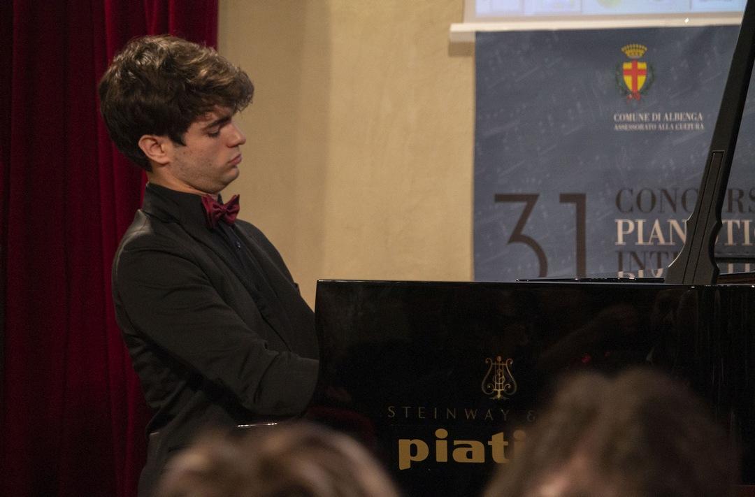 Elia Cecino al Concorso pianistico Albenga 01