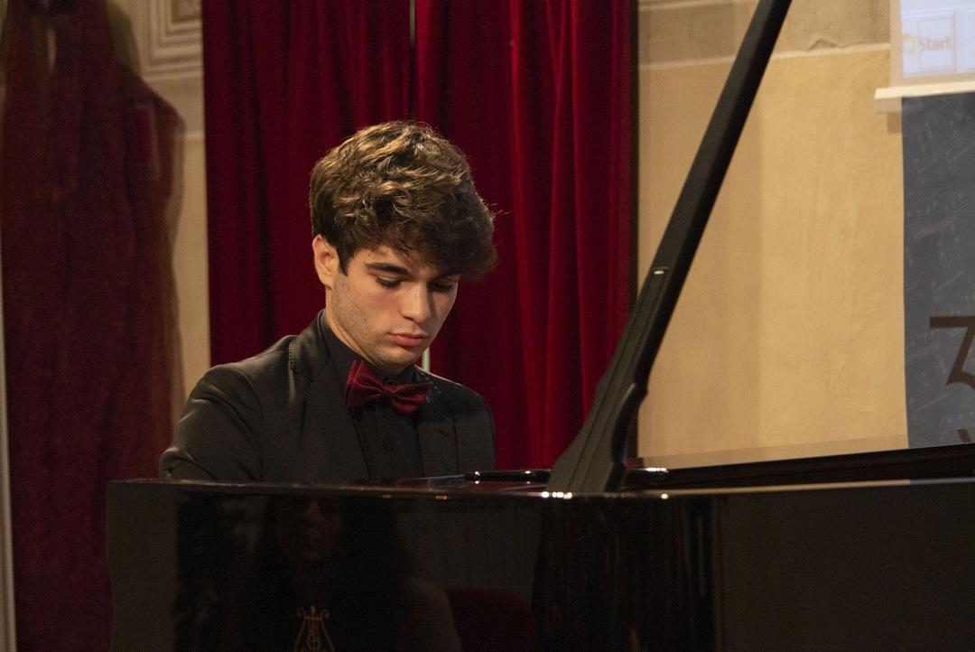 Elia Cecino al Concorso pianistico Albenga 03