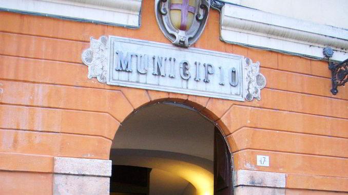 Entrata e Stemma del Municipio di Albenga