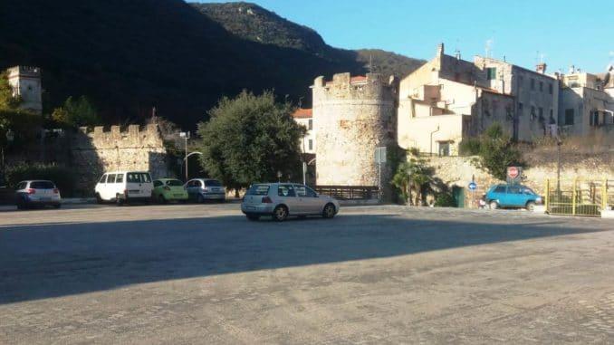 Parcheggio Via delle Mura a Finalborgo