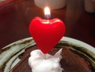 candela cuore e cioccolato