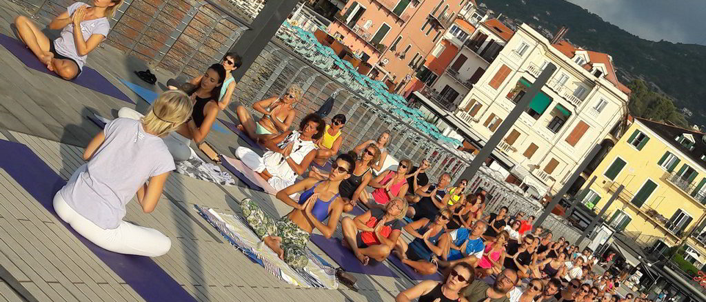 yoga sul pontile Bestoso ad Alassio