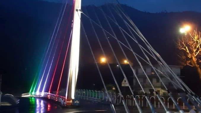 A Villanova d'Albenga ponte illuminato Schivo