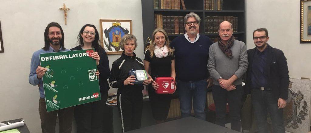 Consegna defibrillatore a Loano