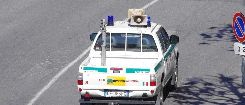 Auto AIB di Albenga con megafono
