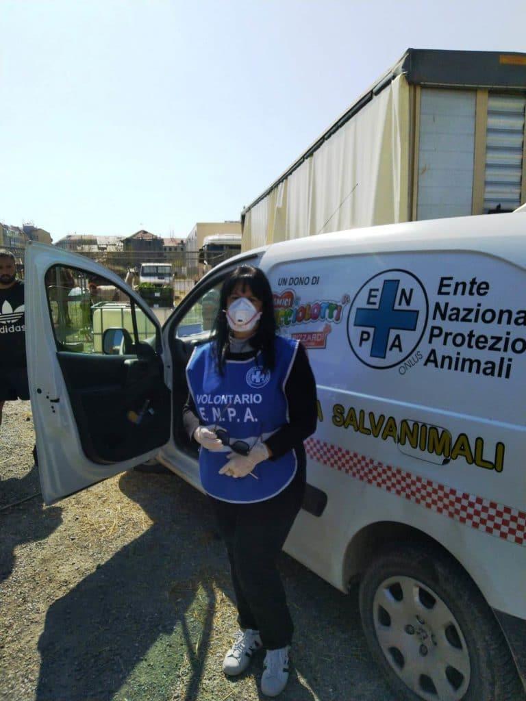 Volontari Enpa Savona portano cibo al circo Millennium 01