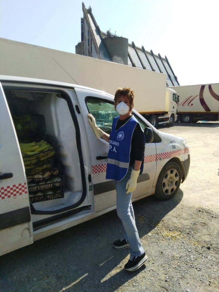 Volontari Enpa Savona portano cibo al circo Millennium 03