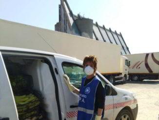 Volontari Enpa Savona portano cibo al circo Millennium