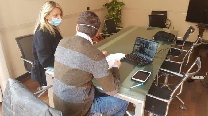 assessore Pelosi e vicesindaco Passino tavolo verde videoconferenza