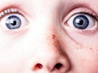 occhi di sorpresa e timore