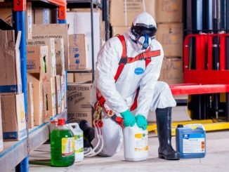 lavoratore industria chimica