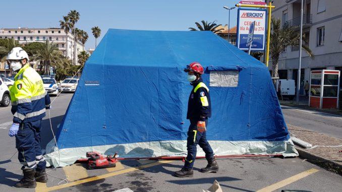 tenda di decontaminazione ad Albenga