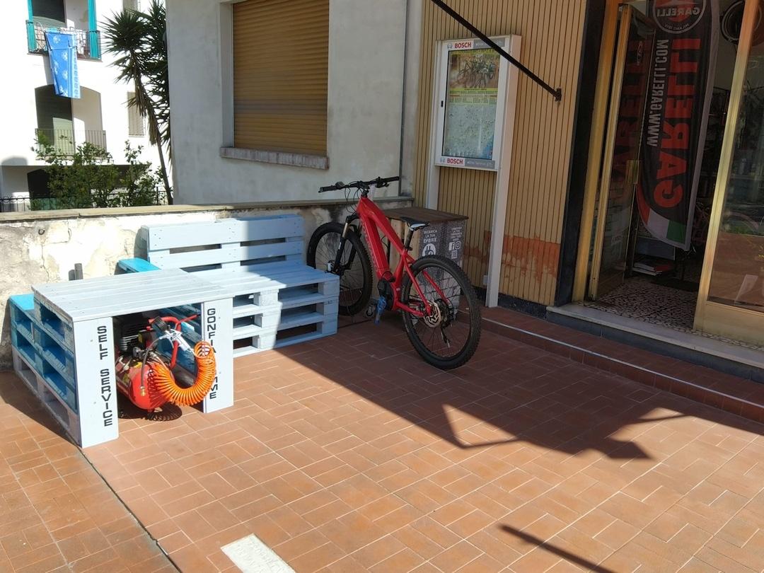Loano Colonnine ricarica e bike 02