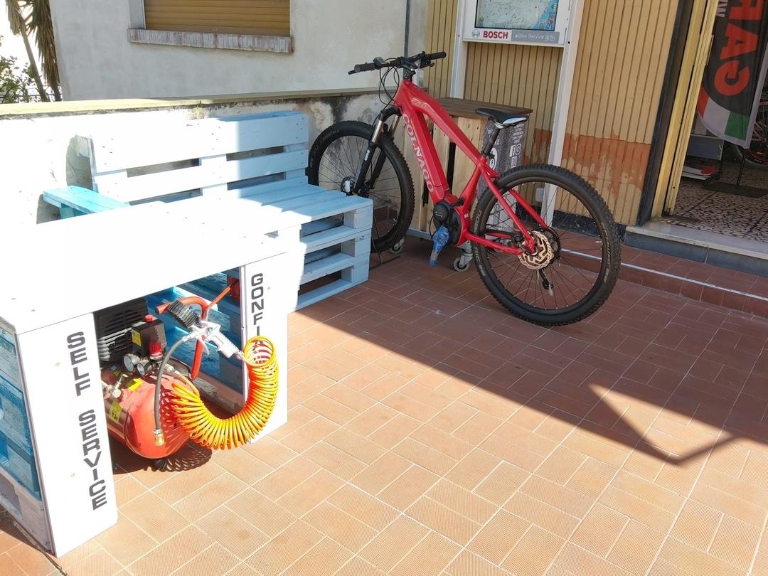 Loano Colonnine ricarica e bike 03